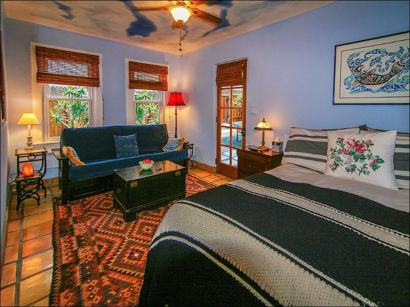 Plush queen-size bed, full-size sleeper sofa. The beach footsteps - Venice Beach Oceanside Sanctuary ~ Steps to Beach! Santa Monica/Marina adjacent - Los Angeles - rentals