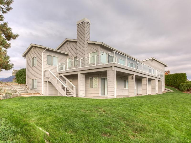 Beautiful expansive view of the lake - Beautiful 4 br, 3 ba home located on Wapato Point - Manson - rentals