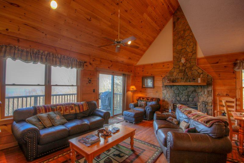 4BR Charming three-story Log Cabin atop Beech Mtn with Multi-Mile Views, Hot Tub, Game Table, Fireplace - Image 1 - Beech Mountain - rentals