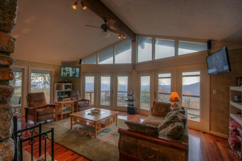 5BR, 2 King Master Suites, Hot Tub, Pool Table, and Big Views in Seven Devils - Image 1 - Seven Devils - rentals