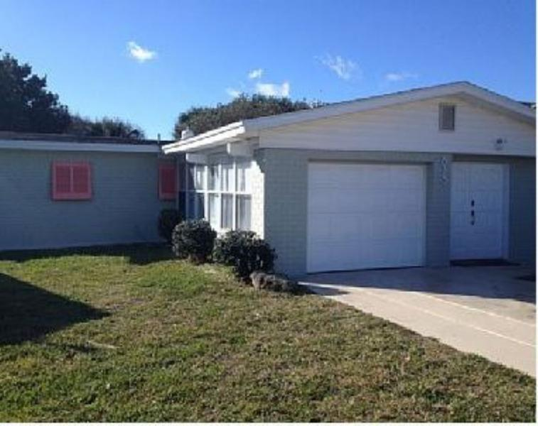 813 Ocean Ave - 3 Minute Walk to the Beach and 7 Minute Stroll to Flagler Ave - New Smyrna Beach - rentals