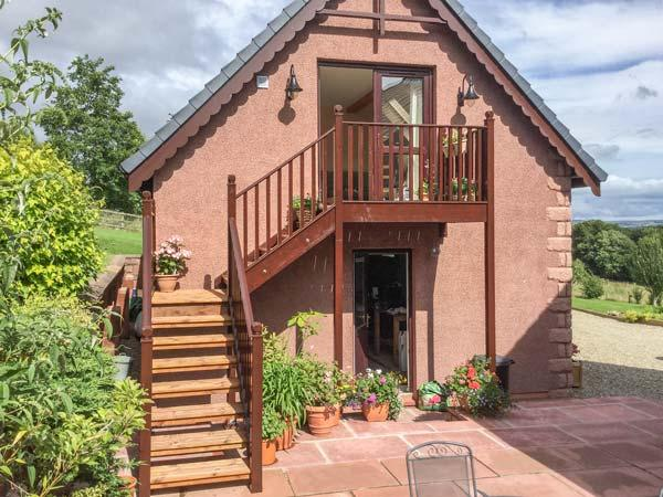 THE ROOFSPACE AT BRAESIDE, WiFi, great views, Edzell, Ref 929430 - Image 1 - Edzell - rentals