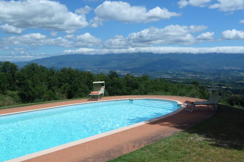 4 bedroom Villa in Cavriglia, Chianti, Tuscany, Italy : ref 2307290 - Image 1 - Cavriglia - rentals