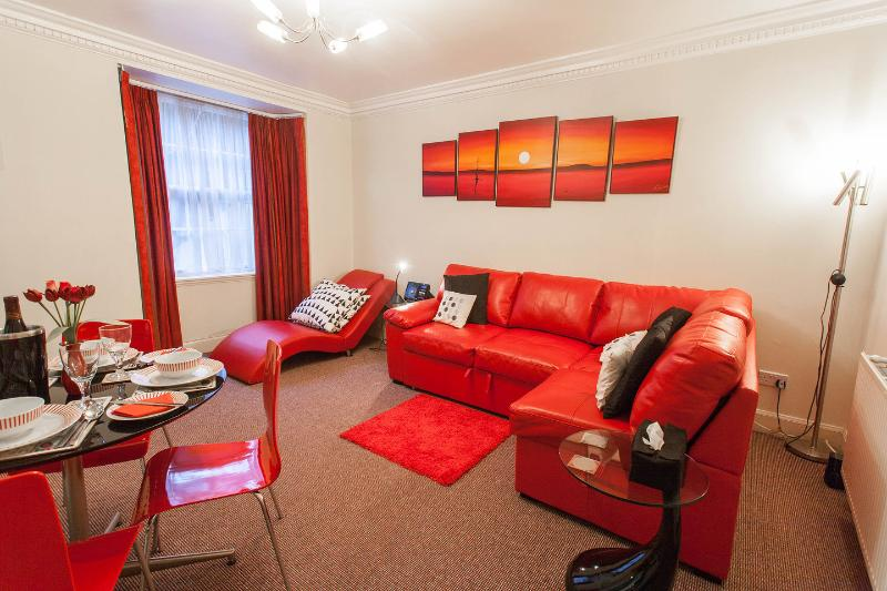 Living Room/Dining - Very Central City Apartment Dublin Street : WiFi - Edinburgh - rentals