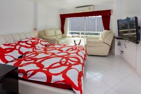 View on 2 electric beds, Sony Flat TV, adjustable leather sofa 2 seats and adjustable leather seat - VIP Condominium for rent, cheaper than in a Hotel - Pattaya - rentals