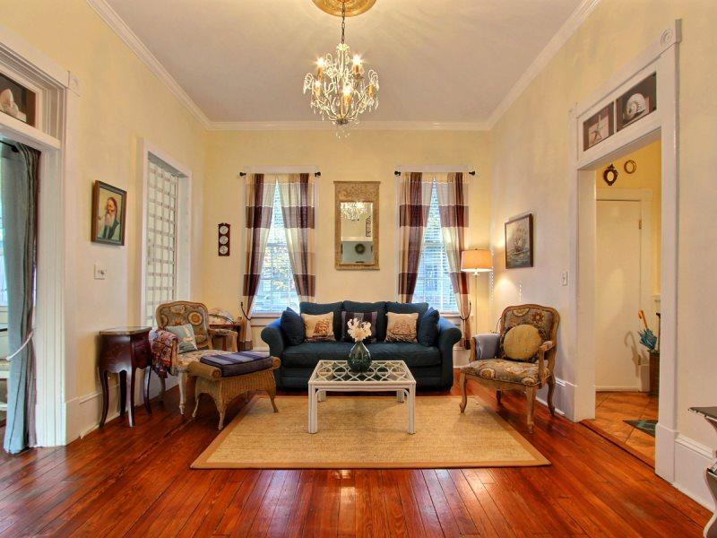 The Cottage-Steps Away from River Street - Image 1 - Savannah - rentals