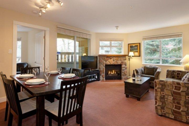 Bright spacious living room - Stunning corner unit at Bear Lodge, 2 bed, 2 bath fully remodelled, unit 204 - Whistler - rentals