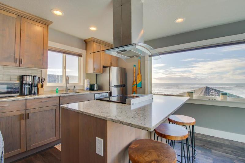 Stunning oceanfront condo w/views - room for 8 and 2 dogs! - Image 1 - Oceanside - rentals