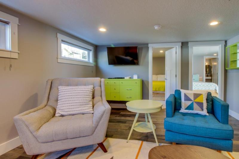 Mid-century, ground-level, modern oceanfront condo - dog friendly! - Image 1 - Oceanside - rentals