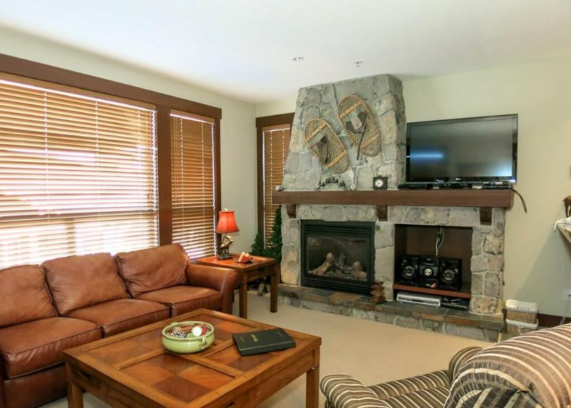 This bright, open plan condo is a pleasure to stay in! - Big White Stonegate Resort Fabulous 2 Bed Condo with Private Hot Tub - Big White - rentals