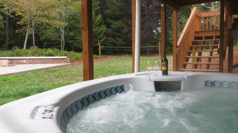 Cedars - Hot Tub, Sleeps 12, Close to Dunes - Image 1 - Florence - rentals