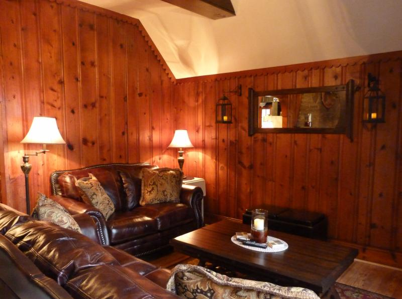 Living Room Seating Area - Cabin Rental In The Majestic Laurel Highlands - Seven Springs / Hidden Valley - Somerset - rentals
