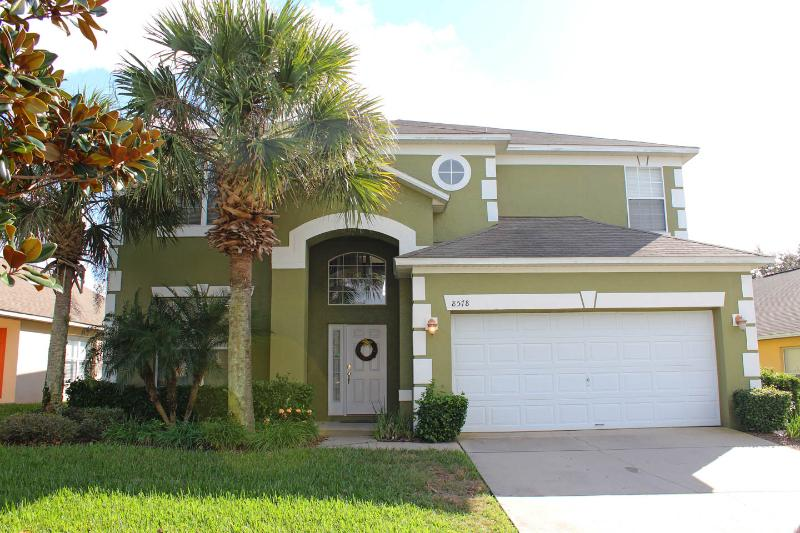 Front of House - Beautiful 6 Bedroom Home, Diamond on the Island - Kissimmee - rentals