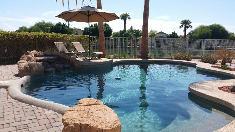 Escape to this bright & spacious desert paradise oasis! - Desert Oasis, Heated Pool, 5 BR, 2.5 Bths, for 10 - Avondale - rentals
