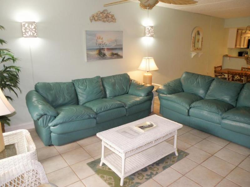 Island condo with shared pool & hot tub, private balcony! - Image 1 - South Padre Island - rentals