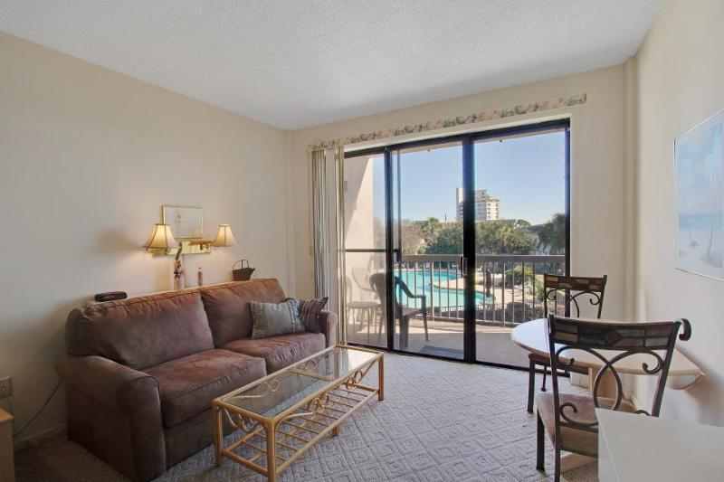 Santa Rosa Sound studio with a balcony, a boat slip, and a shared pool! - Image 1 - Fort Walton Beach - rentals