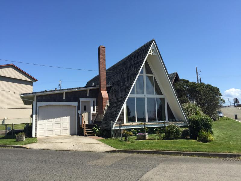 A-frame Beach House w/ hot tub Newport beach - Image 1 - Newport - rentals
