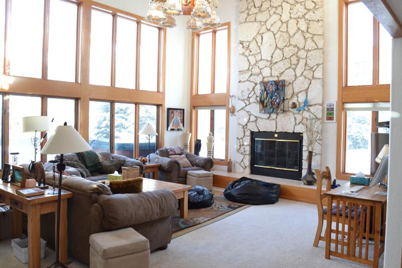 Living room cozy during winter - Spectacular Mountain Views in Three Bedroom House Vail, CO - Vail - rentals