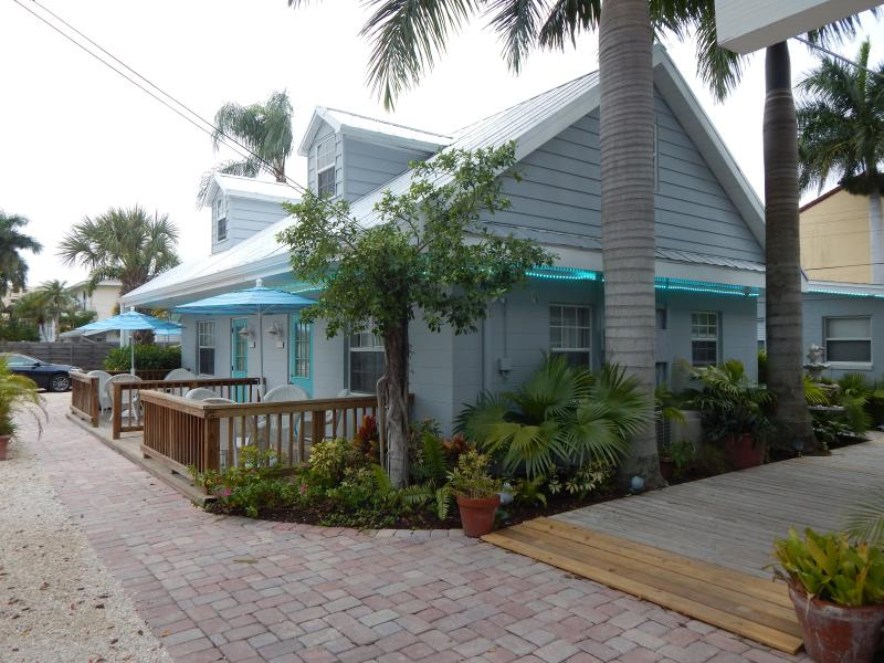 Siesta Key Vacation Rentals/The Cottages at Siesta - Image 1 - Siesta Key - rentals
