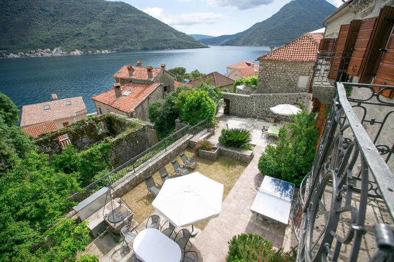 Former Palace, sleep 20+, steps from sea - Former Palace, steps to sea - Perast - rentals