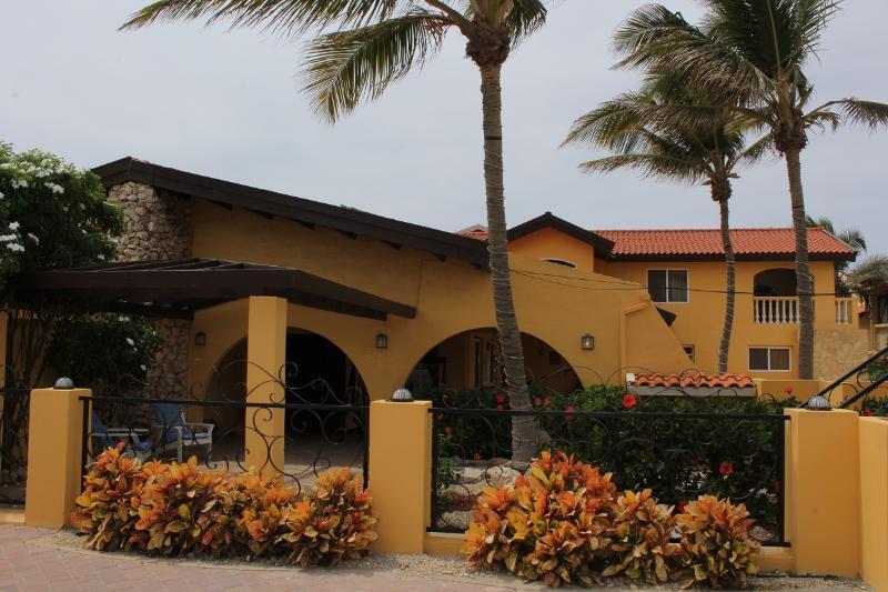 Aruba Beach Villa 5 bedroom 200 steps arashi Beach - Image 1 - Malmok Beach - rentals
