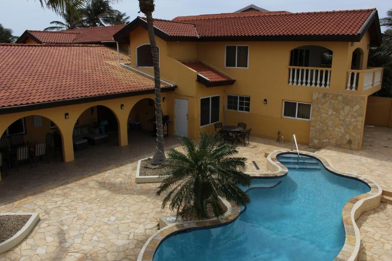 ARUBA BEACH VILLA - Aruba Beach Villa 5 bedroom 200 steps arashi Beach - Malmok Beach - rentals