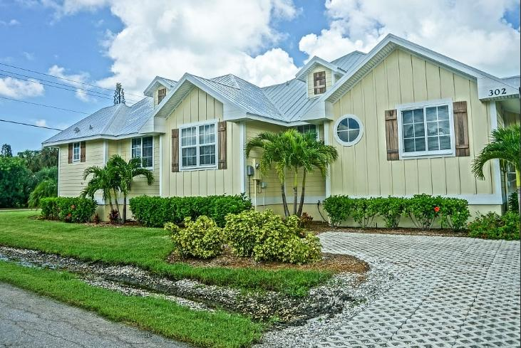 3 Bed 2 Bath Brand New Fully Loaded Pool Spa Bikes - Image 1 - Holmes Beach - rentals