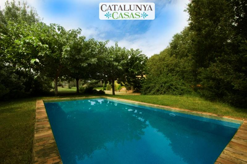 Cozy Villa Espinada with 4 bedrooms for 9 guests, tucked away in the Catalonian countryside - Image 1 - Espinavessa - rentals