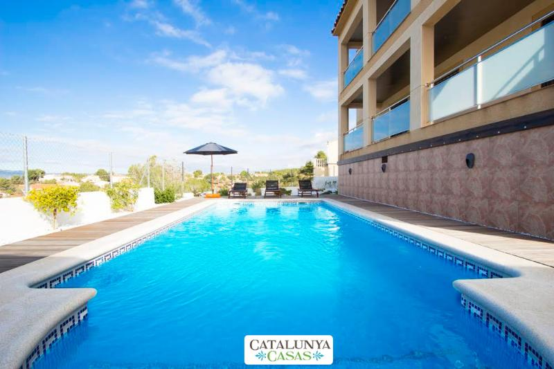 Mesmerizing villa in Calafell for 7 guests, only 9km from the beach! - Image 1 - Costa Dorada - rentals