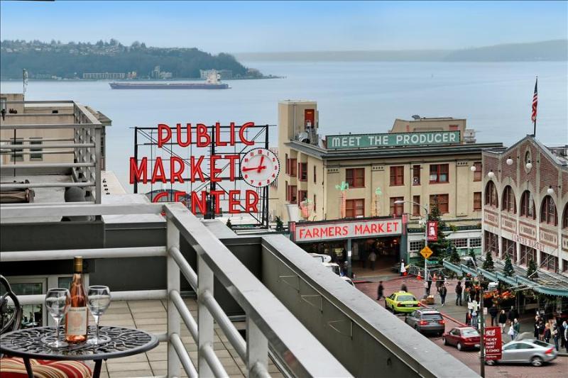 2 Bedroom 2 Bath Jazzy Market Oasis - Image 1 - Seattle - rentals