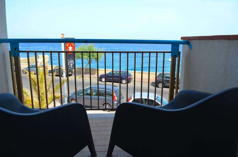 Acquamarina 9 - apartment in front of the beach - Image 1 - Santa Teresa di Riva - rentals
