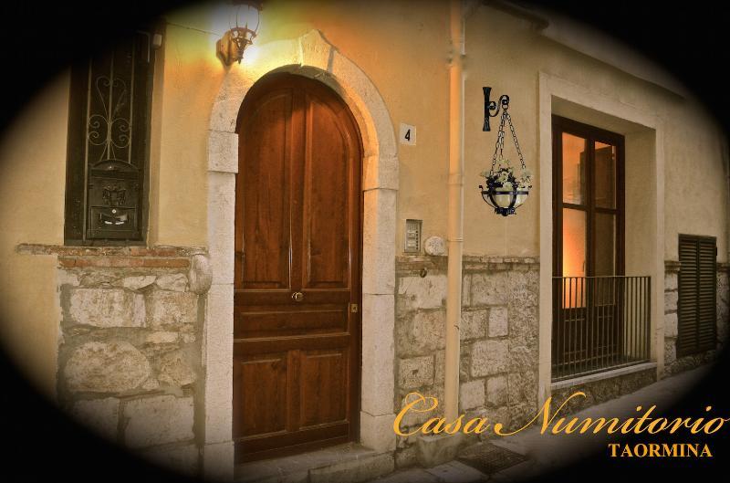 Numitorio house - Apartment in the centre of Taormina - Image 1 - Taormina - rentals