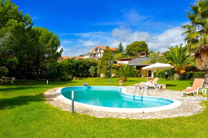 Mimosa house - apartment with big garden and pool - Image 1 - Mascalucia - rentals