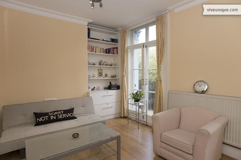 Smart one bed apartment, Gunter Grove, Chelsea, sleeps 3 - Image 1 - London - rentals