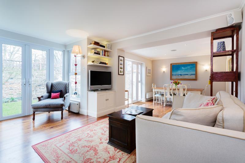 2 bed garden flat on Lots Road, Chelsea - Image 1 - London - rentals