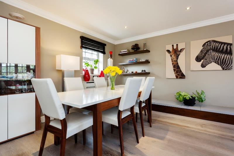 2 bed Mews house, Chadwick Mews, Chiswick - Image 1 - London - rentals