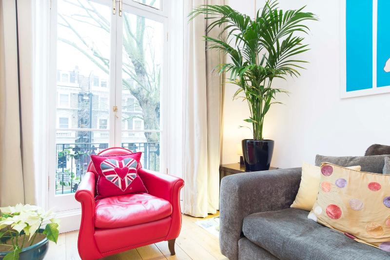 Two bed apartment, Holland Park Avenue, nr Notting Hill - Image 1 - London - rentals