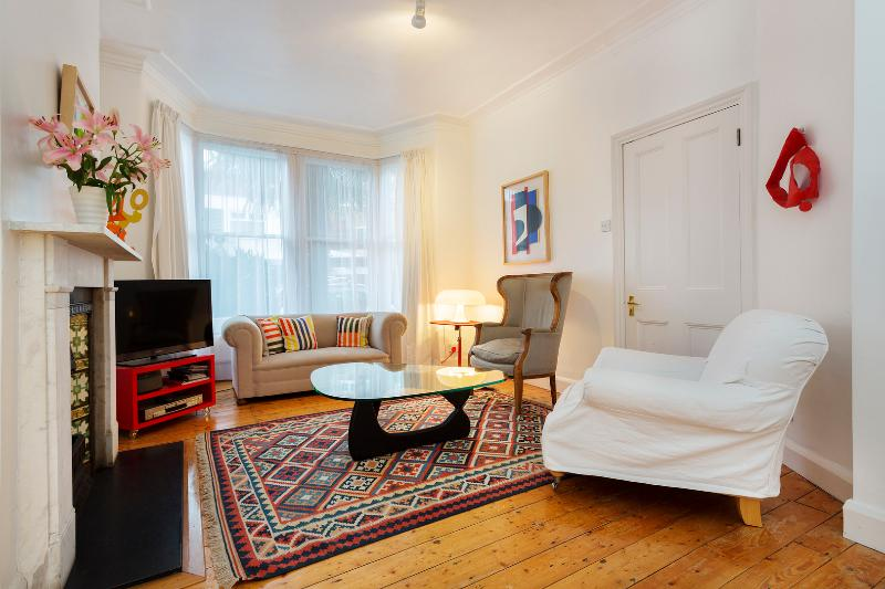 2 bed house, Hazeldene Road, Chiswick - Image 1 - London - rentals