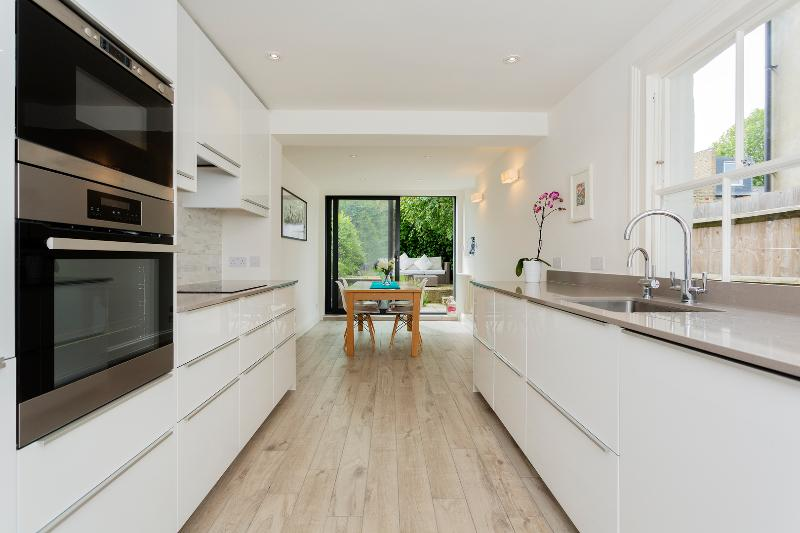 3 bed cottage, Binns Road, Chiswick - Image 1 - London - rentals