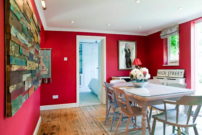 2 Bed in North Kensington near Notting Hill - Hill Farm Rd - Image 1 - London - rentals