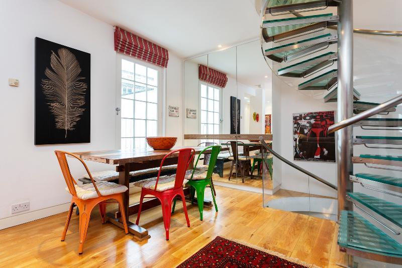 Distinctive 3 bed house, Palace Gardens Terrace, Kensington - Image 1 - London - rentals
