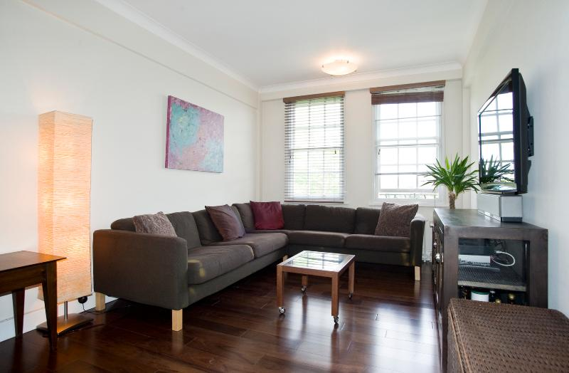 Modern two-bedroom apartment in Eton Hall - Image 1 - London - rentals