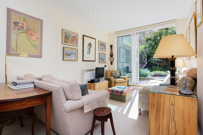 1 bed garden flat on Walham Grove, Fulham - Image 1 - London - rentals