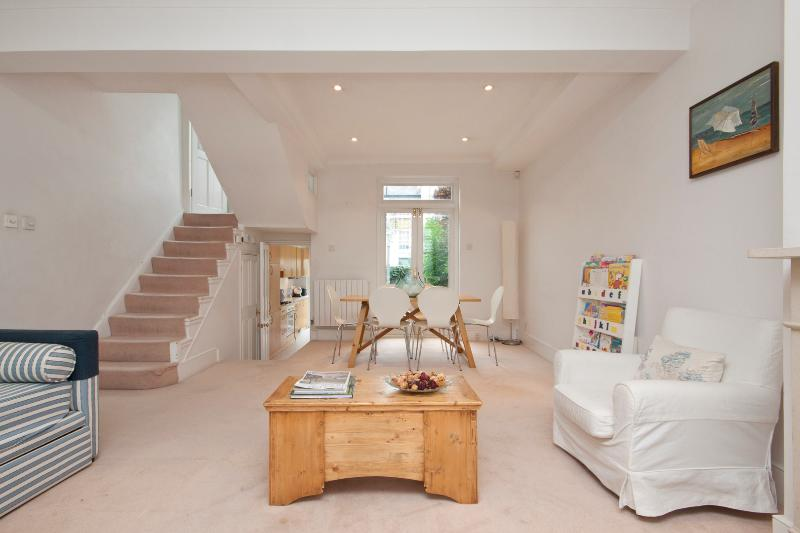 3 Bedroom House, Hillgate St, Notting Hill - Image 1 - London - rentals
