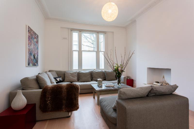 4 bed family home on Patshull Road, Kentish Town - Image 1 - London - rentals