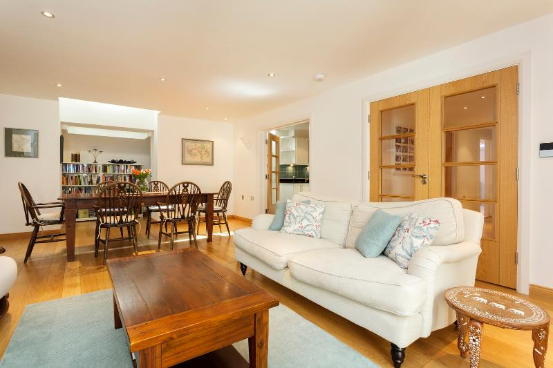 2 bed flat, Monmouth Road, Notting Hill - Image 1 - London - rentals