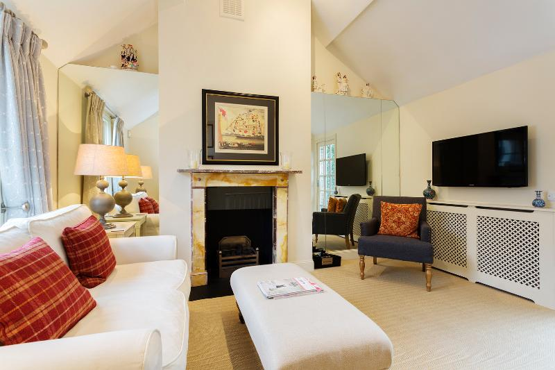 Immaculate 1 bed cottage, near High Street Kensington. - Image 1 - London - rentals