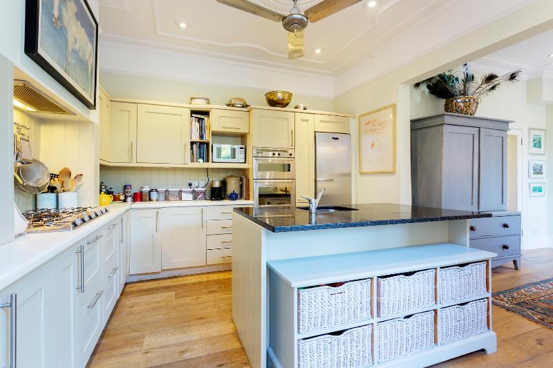 4 bed family home on Cleveland Avenue, Chiswick - Image 1 - London - rentals