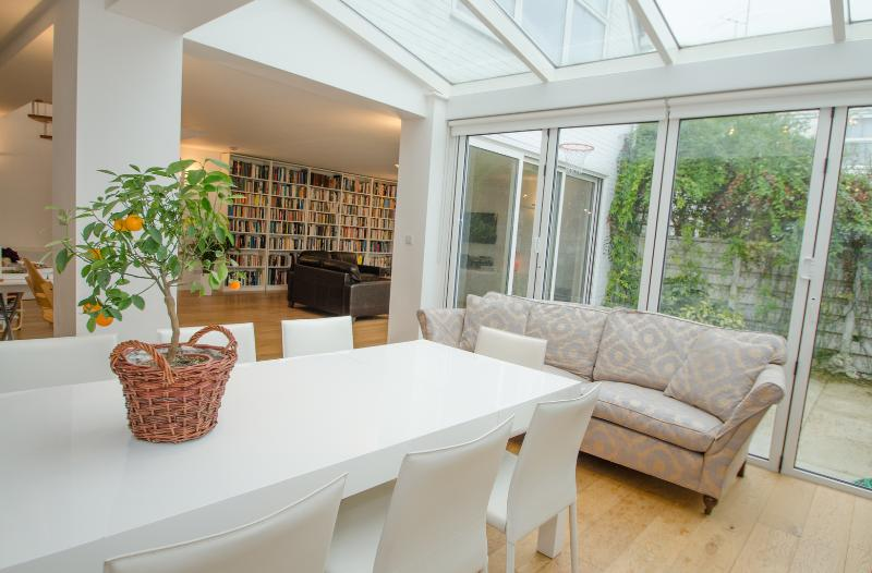 The White Blossom of Primrose Hill, 3 bed 2 bath with garden - Image 1 - London - rentals