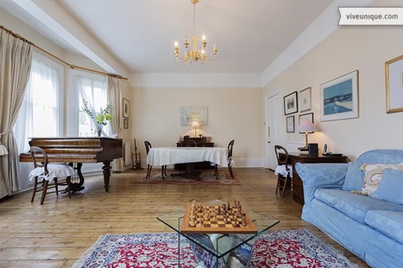 Beautiful 2 bed Victorian apartment - Sleeps 5 - Warwick Road, Kensington - Image 1 - London - rentals